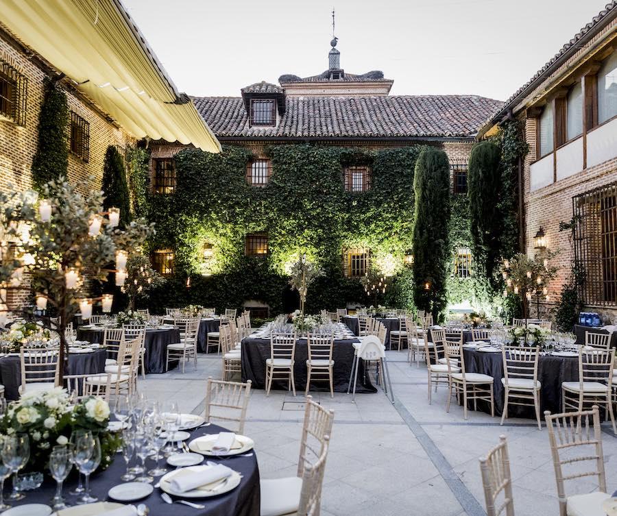 Más que un restaurante con terraza en Boadilla del Monte, un restaurante en los lujosos jardines de El Antiguo Convento.