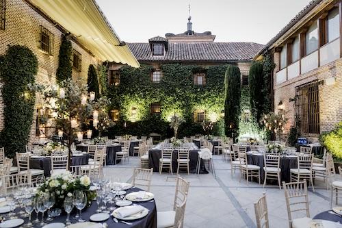 Restaurante con terraza en Boadilla del Monte con la mejor gastronomía en los lujosos jardines de El Antiguo Convento. Reserva tu mesa.